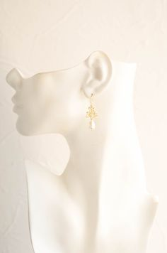 Gold Lila Flower Blossom Cream Teardrop Pearl Dangle Earrings. Bridal Earrings. Wedding Jewelry. Bridesmaid Gift. These beautiful and elegant wedding