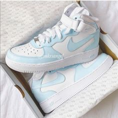 Moda Sneakers, Cute Sneakers, Sneakers Women, Sneakers Nike, Cool Womens Sneakers, Sneakers For Girls, Cute Nike Shoes, Cute Nikes, Jordan Shoes Girls