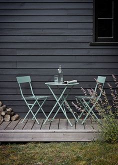 Bistro set of table & 2 Chairs in Shutter Blue - Garden Trading