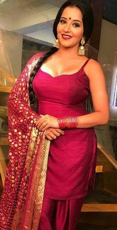 Bojpuri Actress Monalisa Hot in saree and Shalwar Kameez Beautiful Girl Indian, Most Beautiful Indian Actress, Beautiful Actresses, Beautiful Babies, Beautiful Women, Indian Bollywood Actress, Bollywood Girls, Indian Actresses, Bollywood Fashion