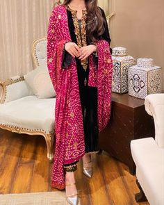 Wedding Dresses For Girls, Girls Dresses, Simple Dresses, Beautiful Dresses, Dress Suits, Indian Dresses, Desi, Kimono Top, Neckline