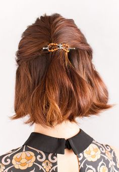 It's time to bring out everything pumpkin! Pumpkin colored flexi clips are the perfect Autumn hair accessory! These unique barrettes make a half up twist hair style easy and beautiful. Feel fabulous this Fall! She glows in Lilla Rose!