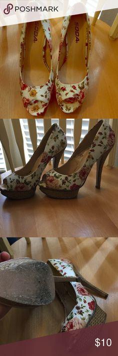 Spring time floral heels Floral heels slightly worn Soda Shoes Heels