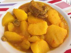 Guiso de patatas y costilla, plato tradicional