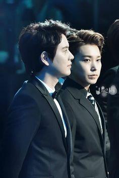 [1] 140415 The 2nd V-Chart Awards - #KyuMin [Cr: Liss2Joy]  http://i.imgur.com/jz1ulEy.jpg pic.twitter.com/BYCtw8ULw9