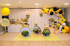 La imagen puede contener: interior Baby Shower Deco, Baby Shower Balloons, Baby Shower Parties, Baby Shower Themes, Diy Birthday Decorations, Balloon Decorations Party, Bumble Bee Birthday, Baby Gender Reveal Party, Bee Party