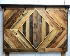 Diy wood headboard rustic queen size 21 New ideas Distressed Headboard, Rustic Wood Headboard, Modern Headboard, Headboard Ideas, Bed Headboards, Pallet Headboards, Reclaimed Furniture, Diy Furniture Plans, Driftwood Furniture
