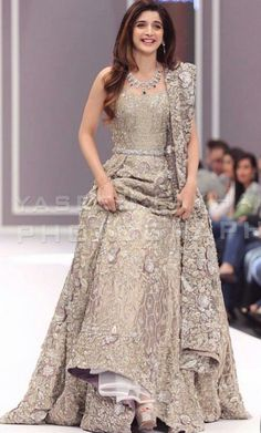 Get yourself dressed up with the latest lehenga designs online. Explore the collection that HappyShappy have. Select your favourite from the wide range of lehenga designs Bridal Anarkali Suits, Pakistani Bridal Dresses, Indian Dresses, Indian Outfits, Bridal Lehenga, Anarkali Lehenga, Eid Dresses, Baby Dresses, Pakistani Outfits
