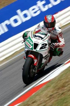 2002 - Colin Edwards II sliding the Honda RC51 (VTR1000SP2) sideways on the gas en route to the SBK Championship.