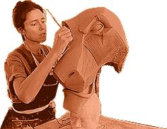Julie Taymor working on Scar's mask for Lion King on Broadway.she's my hero Lion King Show, Lion King Jr, Lion King Musical, Lion King Broadway, Julie Taymor, Lion King Costume, His Dark Materials, Amazing Drawings, Process Art
