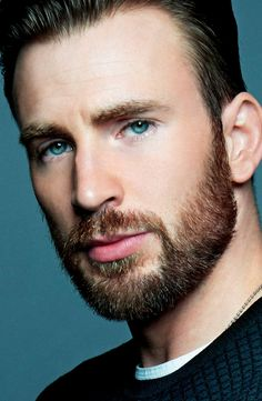 Captain America's beard dominated the topic of conversation when Marvel released the first teaser trailer for Avengers: Infinity War, and now actor Chris Evans has weighed in on the initial response. Robert Evans, Chris Evans Beard, Chris Evans Funny, Christopher Evans, Capitan America Chris Evans, Chris Evans Captain America, Avengers, Steve Rogers, Hemsworth