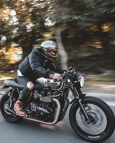 This excellent cafe racer women is a really inspiring and marvelous idea Triumph Cafe Racer, T100 Triumph, Triumph Bonneville Custom, Cafe Racer Bikes, Triumph Motorcycles, Indian Motorcycles, Custom Motorcycles, Cafe Racer Motorcycle, Motorcycle Style