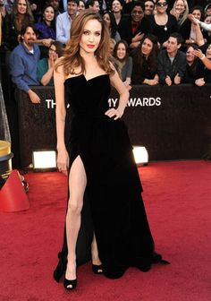 Work it Angie #oscars #angelinajolie .... she's classy, minus the whole Jen Aniston cheating thing ;)