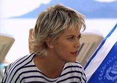 Meg Ryan French Kiss Hairstyle | Meg Ryan with Short Cool Blunt Easy New Hairstyle in French Kiss ...