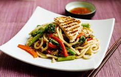 Look at this recipe - Udon Noodles with Tenderstem, Red Peppers and Griddled Turkey Breast - and other tasty dishes on Food Network. Best Stir Fry Recipe, Stir Fry Recipes, Freezer Recipes, Easy Recipes, Vegan Recipes, Food Network Uk, Food Network Recipes, Tenderstem Broccoli, Sweet Chilli Sauce