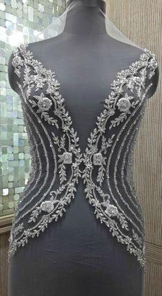 Perlé et brodé haut de corsage de robe mariage par allysonjames Bead Embroidery Tutorial, Tambour Embroidery, Couture Embroidery, Embroidery Works, Embroidery Fashion, Hand Embroidery Designs, 15 Dresses, Evening Dresses, Wedding Dresses