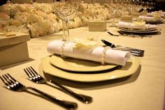 How to Set a Table With Napkins & Rings thumbnail