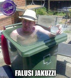 Create your own redneck pool. The girls have been wanting a deeper pool! Redneck Humor, Summer In Ireland, Meme Internet, Mini Piscina, Image Gag, Rage Comic, Swimming Pool Photos, Swimming Funny, Golf Humor
