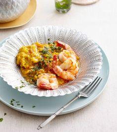 Wir servieren den indischen Klassiker mit Kokosmilch und Tomaten. Genial dazu: würzig-scharfe Garnelen.