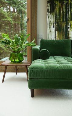 Velvet green sofa with green decor- LOVE! Velvet green sofa with green decor- LOVE! Fresh interior styling - Add Modern To Your Life My Living Room, Home And Living, Living Spaces, Living Room Sofa Design, Couch Design, Living Walls, Cozy Living, Small Living, Interior Styling