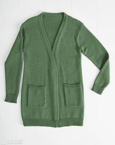 Cardigan is a classic credit card - see how to knit a cardigan .- Neuletakki on klassinen luottovaate – katso ohje, jolla neulot sen itse! Best Knit Cardigan – See Classic Clothes Help! The straight knit cardigan works with both dresses and jeans. Knitting Projects, Knitting Patterns, Knitting Ideas, Classic Outfits, Classic Clothes, Knit Cardigan, Types Of Shirts, Knitwear, Knit Crochet