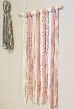 DIY, väggvepa av tofsar & tassles...