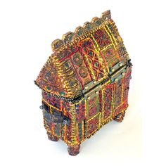 Faery house our ancestor house Back of Saxon reliquary box – light moulding paste and embroidery by Isabel Hall Box Art, Art Boxes, Fabric Bowls, Beaded Boxes, Creative Box, Clay Design, Textile Artists, Casket, Embroidery