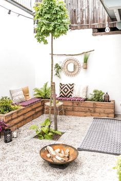 DIY und Dekoideen für die Garten Terrasse im Boho Look mit upcycling Sitzbänke… DIY and decoration ideas for the garden terrace in boho look with upcycling benches made of terrace wood and before after pictures of makeovers Terrasse Design, Diy Terrasse, Diy Garden, Terrace Garden, Terrace Ideas, Garden Benches, Boho Garden Ideas, Garden Deco, Balcony Ideas