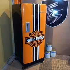 Exceptional Harley davidson motorcycles photos are readily available on our web pages. look at this and you wont be sorry you did. Vintage Fridge, Vintage Refrigerator, Retro Fridge, Paint Refrigerator, Refrigerator Wraps, Dirt Bike Room, Car Barn, Harley Davidson Logo, Automotive Decor