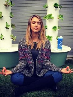 Jessica Alba, Lady Gaga, Karlie Kloss: yoga fashion stars on Instagram - Rich & Famous - Be