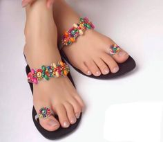 Like dressing and fashion accessories, footwear has large variety of seasonal and casual range. Borjan footwear collection has true instance of this. Shoes Flats Sandals, Beaded Sandals, Slipper Sandals, Cute Sandals, Bare Foot Sandals, Shoe Boots, Women's Shoes, Indian Shoes, Quoi Porter
