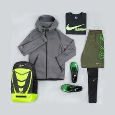 Selbstverständlich gibt's unsere kompletten #TRAININGSOUTFITS auch für Männer: Schuhe, Shirts, Hosen, Jacken und Rucksäcke, alles perfekt aufeinander abgestimmt #training #workout #fitness #gym #sports #sportsclothes #outfits #nikeperformance #men #shirt #short #tight #sportsshoes #jacket #green #grey