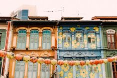 Instagram-worthy places in Singapore: Chinatown Singapore Singapore Travel Tips, Singapore Itinerary, Singapore Photos, Places To Travel, Places To See, Instagram Worthy, Lake Como, Asia Travel, Cool Photos