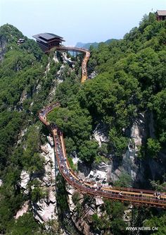 People's Daily,China | Dare to take a walk on a 69-meter-long glass pathway built along a cliff in NW #China's Shaanxi?