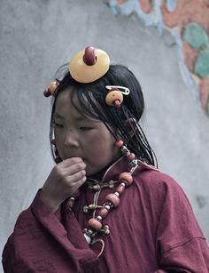 Portrait of a Tibetan girl | © Adela Stoulilova