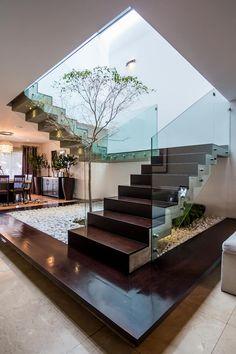 Escalera: Pasillo, hall y escaleras de estilo  por aaestudio