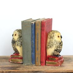 Vintage item from the Material: plaster Ships from Toronto, Canada to select countries. Vintage Owl, Vintage Items, Vintage Home Decor, Owls, Bookends, Toronto Canada, Country, Plaster, Handmade Gifts