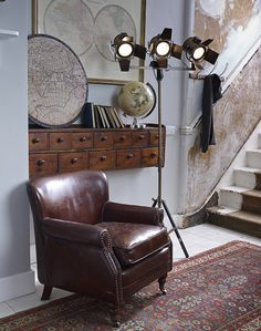 Nice hallway ideas with small leather armchair Eat Sleep Live, Wall Colors, Colours, Home And Living, Living Room, Living Area, World Of Interiors, Modern Wall Decor, Classic House
