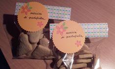 Una piccola fustella di www.lacoppiacreativa.com e anche i biscotti sono confezionati! Voilà!