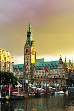 Hamburg ♥  ♥  ♥  Wir lieben Deutschland. Deutschland liebt die Trinkflasche aus Glas von EPiCO BOTTLES. Finde sie auf https://epicobottles.de/