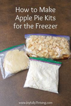 This is absolutely genius! I love this idea to make apple pie kits for the freezer so you can enjoy homemade apple pie year round with no fuss! pies How to Make Freezer Apple Pie Filling & Apple Pie Kits Freezer Apple Pie Filling, Homemade Apple Pie Filling, Apple Filling, Filling Food, Freezer Cooking, Freezer Meals, Freezable Meals, Freezer Recipes, Apple Pie Cookies
