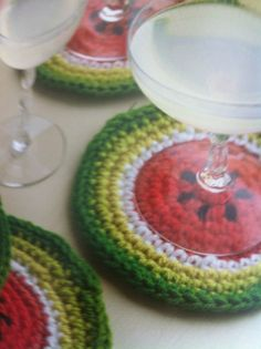 Watermelon Coasters pattern by Amy Polcyn in Crochet at Home Más Crochet Food, Crochet Kitchen, Love Crochet, Crochet Gifts, Crochet Motif, Crochet Doilies, Knit Crochet, Crochet Potholders, Crochet Squares