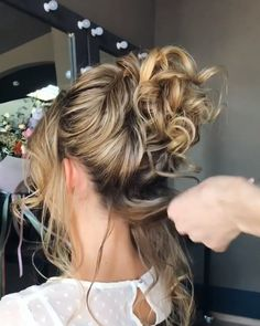 Let's look at the best bridal hair styles and tutorials we've chosen for you! braidedhairstyles braidstyles weddinghairstyles bridehairstyles bridalhair hairstyles hairgoals hairinspiration updos crochet is part of braids - braids Wedding Hairstyles For Long Hair, Bride Hairstyles, Easy Hairstyles, Beautiful Hairstyles, Evening Hairstyles, Hairstyle Ideas, Hair Upstyles, Crochet Hair Styles, Hair Videos