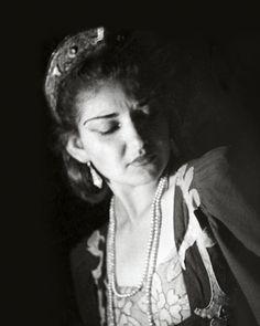 Η Κάλλας πριν από την Κάλλας. Με αφορμή το γκαλά στο Ηρώδειο και τα 40 χρόνια από τον θάνατό της δύο άνθρωποι που την γνώρισαν μιλούν για τον μύθο της όπερας πριν αλλά και μετά την μεγάλη διεθνή καριέρα. #kathimerini #kapamagazine