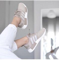 29 Ideas Sport Women Fashion Adidas Originals For 2019 Instagram Mode, Instagram Shoes, Trendy Shoes, Cute Shoes, Me Too Shoes, Adidas Originals, Adidas Shoes Women, Adidas Sneakers, Nike Women