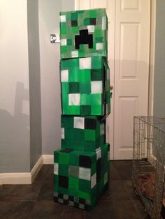 Minecraft Creeper costume for Halloween :-) Creeper Costume, Creepers, Minecraft, Halloween Costumes, Holiday, Projects, Nuthatches, Log Projects, Vacations
