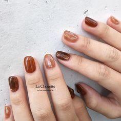 Risako NakanoさんはInstagramを利用しています:「. Autumn 🍂 𓂅゜ . 秋カラーのbrown ❤︎ 中でもcamel brownが人気 𓂃 . #lachouette#ラシュエット#ネイル#梅田ネイル #ショートネイル#instafashion#instagood#instalike…」 Bright Nails, Funky Nails, Cute Nails, Minimalist Nails, Nail Swag, Nails Now, My Nails, Stylish Nails, Trendy Nails