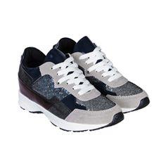 Giày Sneaker MUST Korea nữ O02: Giày được làm bằng da PU mềm mại tự nhiên, bền chắc. Thiết kế kiểu giày thể thao với thương hiệu MUST thời trang, giày có phát ra những ánh sáng lấp lánh mang đến cho bạn gái vẻ ngoài hiện đại và phong cách