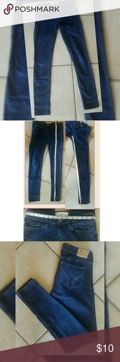 Hollister Jeans Skinny Size 5 Hollister Jeans Skinny Size 5. W 27, L 31 Inseam shown in pics.  Great Condition. Hollister Tag on back of jeans at waist shows wear. Smoke and pet free home Hollister Jeans Skinny