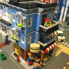 Rebuilt my Lego Deli. Added a extra floor, and fully covered back. #legomoc #legocity #lego #afol #legodeli #lego31050 #deli #legos #svenglego #legocornerdeli